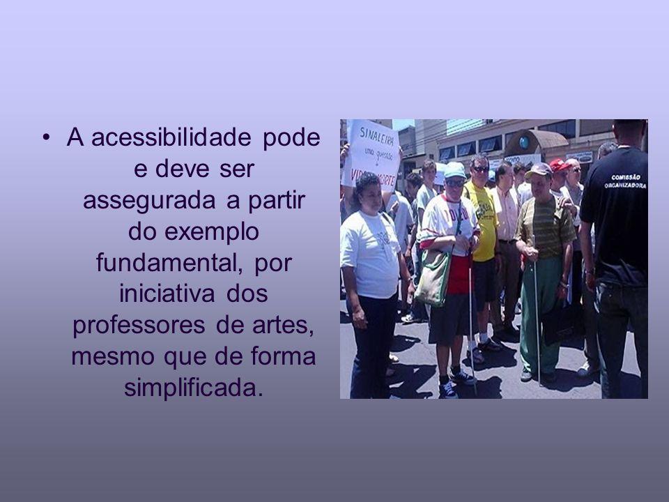 A acessibilidade pode e deve ser assegurada a partir do exemplo fundamental, por iniciativa dos professores de artes, mesmo que de forma simplificada.