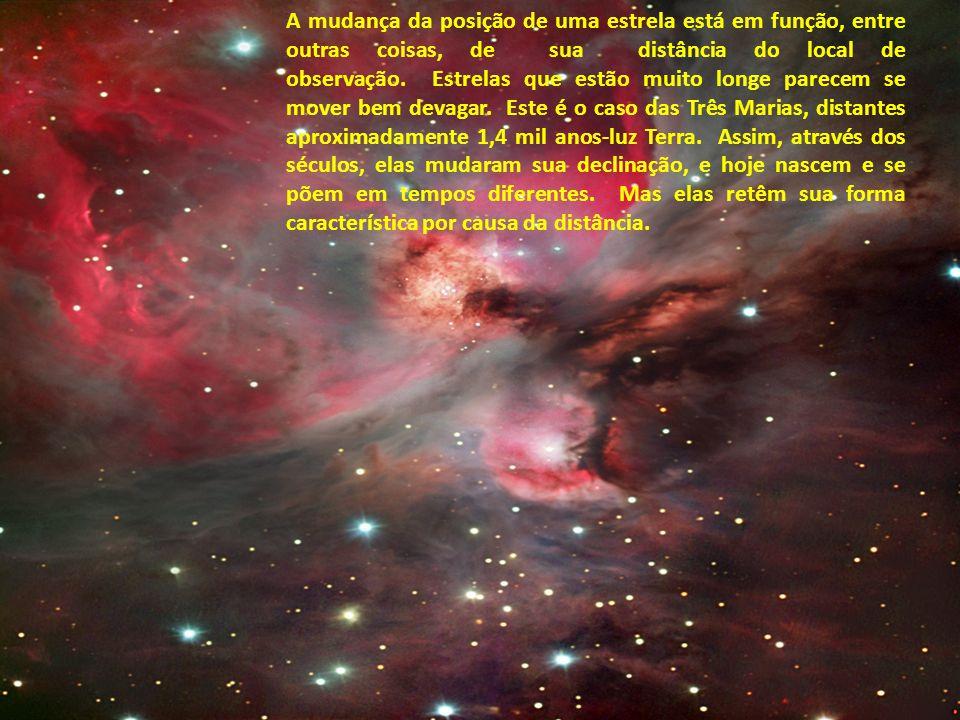 A mudança da posição de uma estrela está em função, entre outras coisas, de sua distância do local de observação. Estrelas que estão muito longe parecem se mover bem devagar. Este é o caso das Três Marias, distantes aproximadamente 1,4 mil anos-luz Terra. Assim, através dos séculos, elas mudaram sua declinação, e hoje nascem e se põem em tempos diferentes. Mas elas retêm sua forma característica por causa da distância.