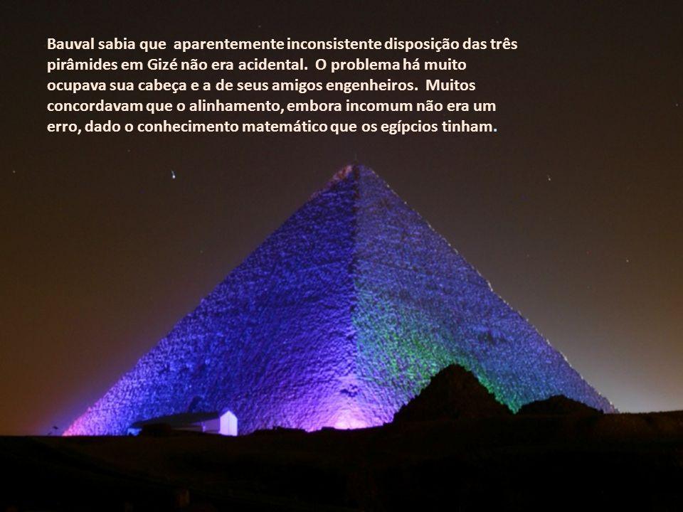 Bauval sabia que aparentemente inconsistente disposição das três pirâmides em Gizé não era acidental. O problema há muito ocupava sua cabeça e a de seus amigos engenheiros. Muitos concordavam que o alinhamento, embora incomum não era um erro, dado o conhecimento matemático que os egípcios tinham.