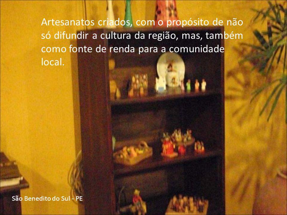 Artesanatos criados, com o propósito de não só difundir a cultura da região, mas, também como fonte de renda para a comunidade local.