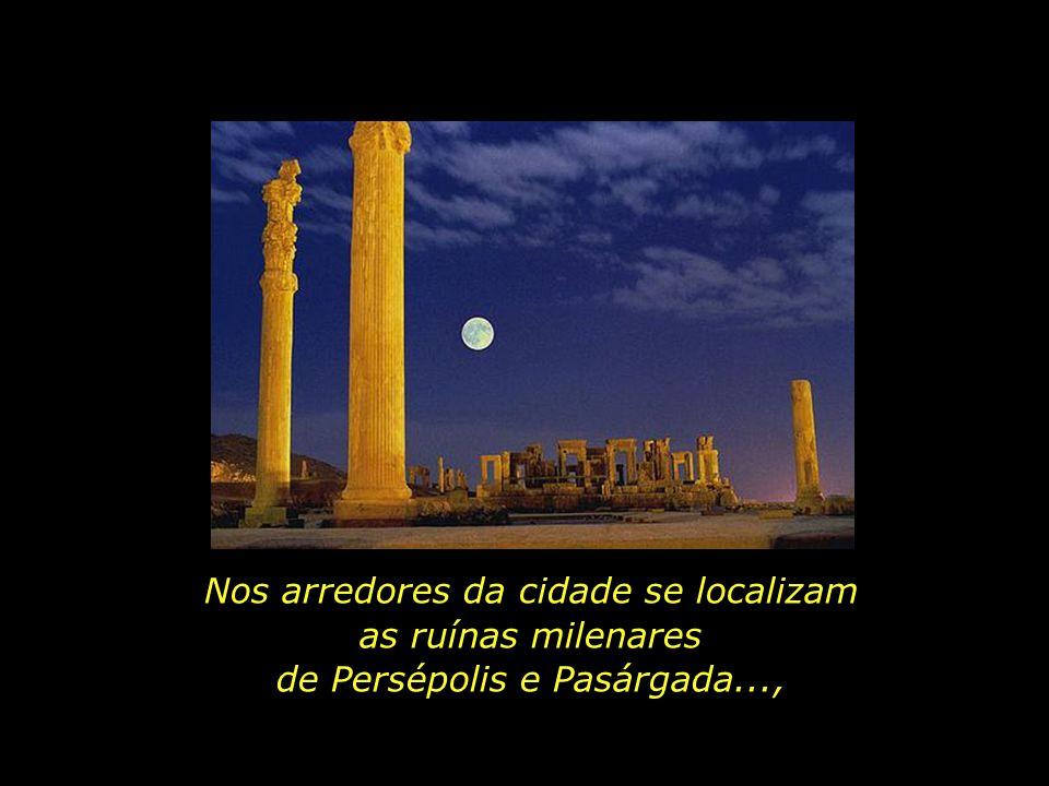 Nos arredores da cidade se localizam as ruínas milenares