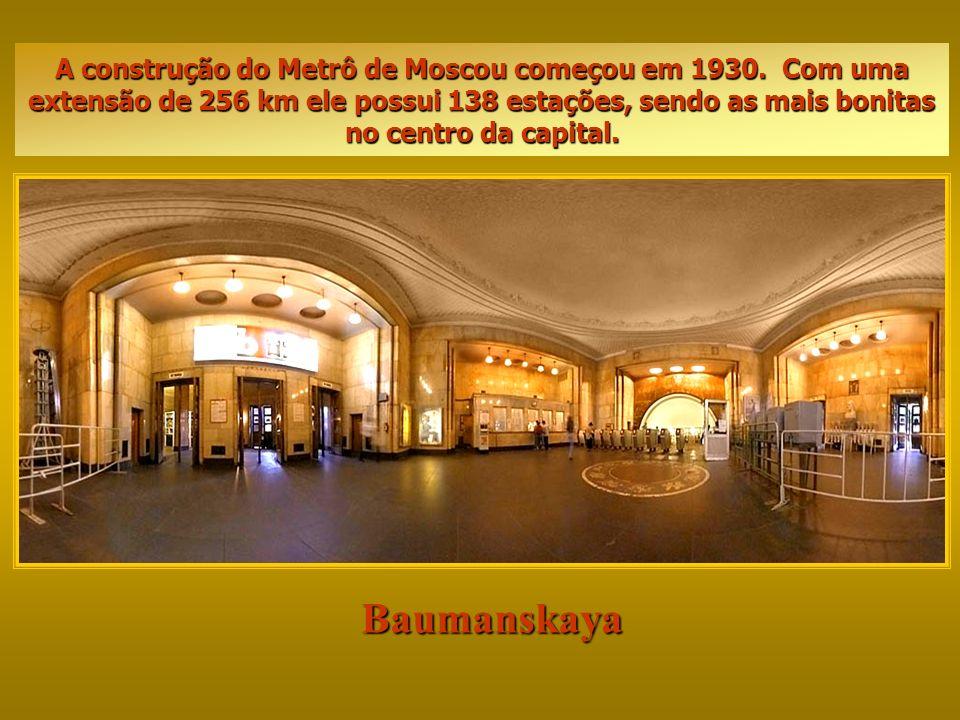 A construção do Metrô de Moscou começou em 1930