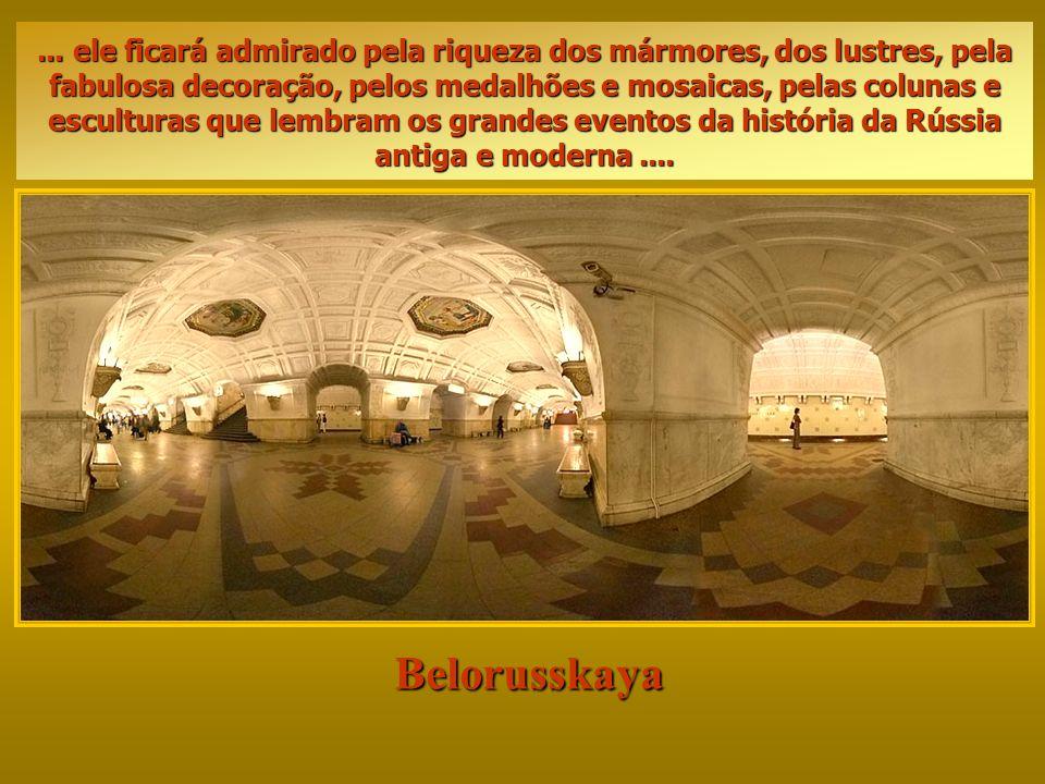 ... ele ficará admirado pela riqueza dos mármores, dos lustres, pela fabulosa decoração, pelos medalhões e mosaicas, pelas colunas e esculturas que lembram os grandes eventos da história da Rússia antiga e moderna ....