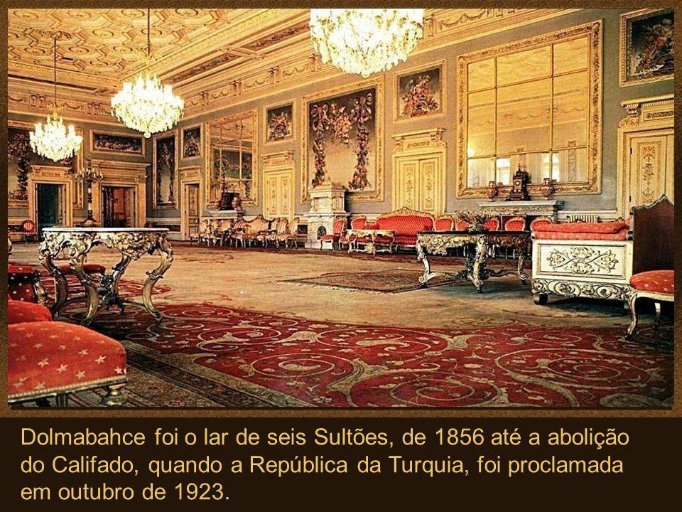 Dolmabahce foi o lar de seis Sultões, de 1856 até a abolição do Califado, quando a República da Turquia, foi proclamada em outubro de 1923.