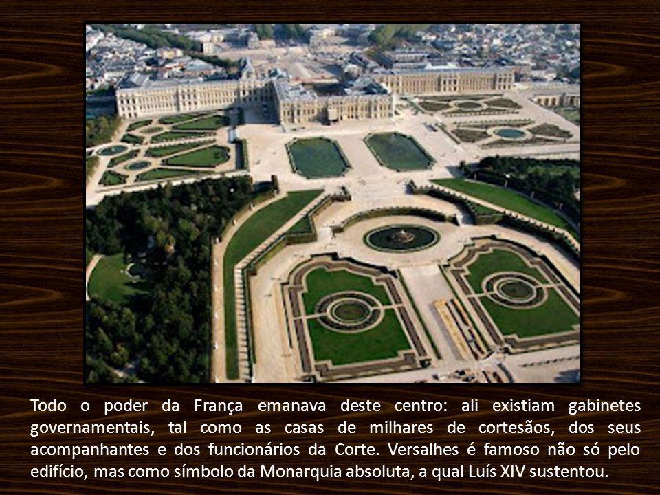 Todo o poder da França emanava deste centro: ali existiam gabinetes governamentais, tal como as casas de milhares de cortesãos, dos seus acompanhantes e dos funcionários da Corte.