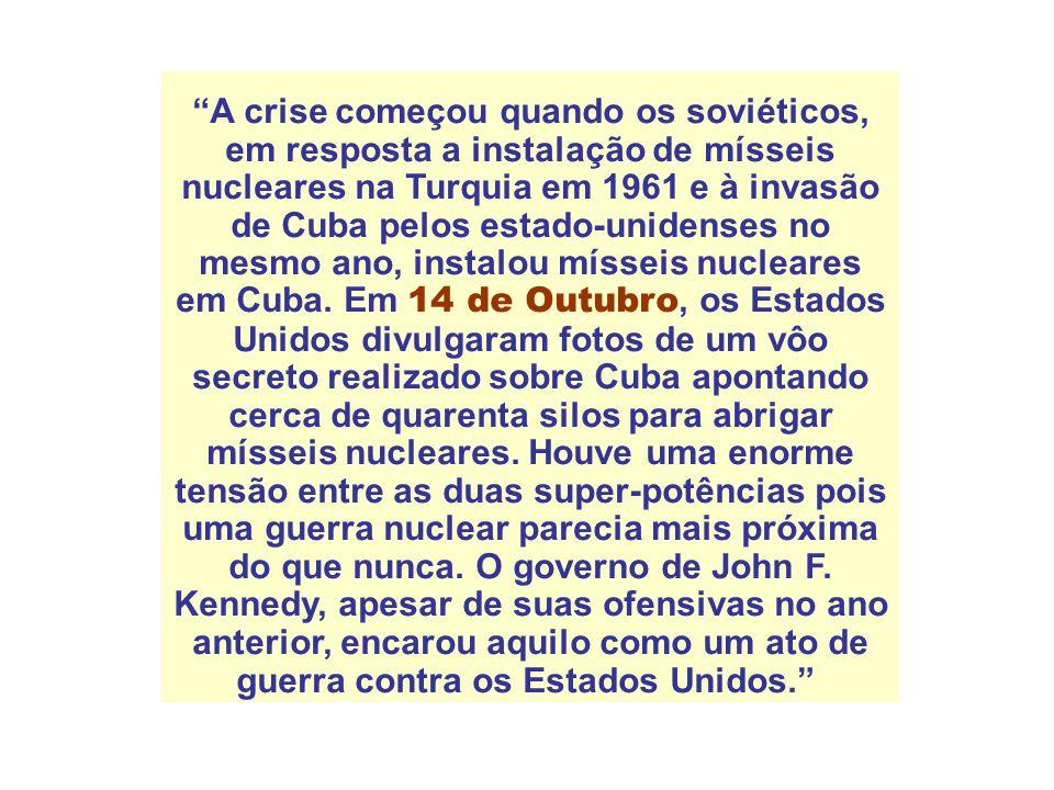 A crise começou quando os soviéticos, em resposta a instalação de mísseis nucleares na Turquia em 1961 e à invasão de Cuba pelos estado-unidenses no mesmo ano, instalou mísseis nucleares em Cuba.