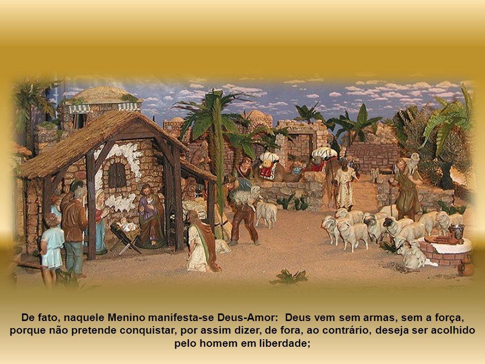 De fato, naquele Menino manifesta-se Deus-Amor: Deus vem sem armas, sem a força, porque não pretende conquistar, por assim dizer, de fora, ao contrário, deseja ser acolhido pelo homem em liberdade;