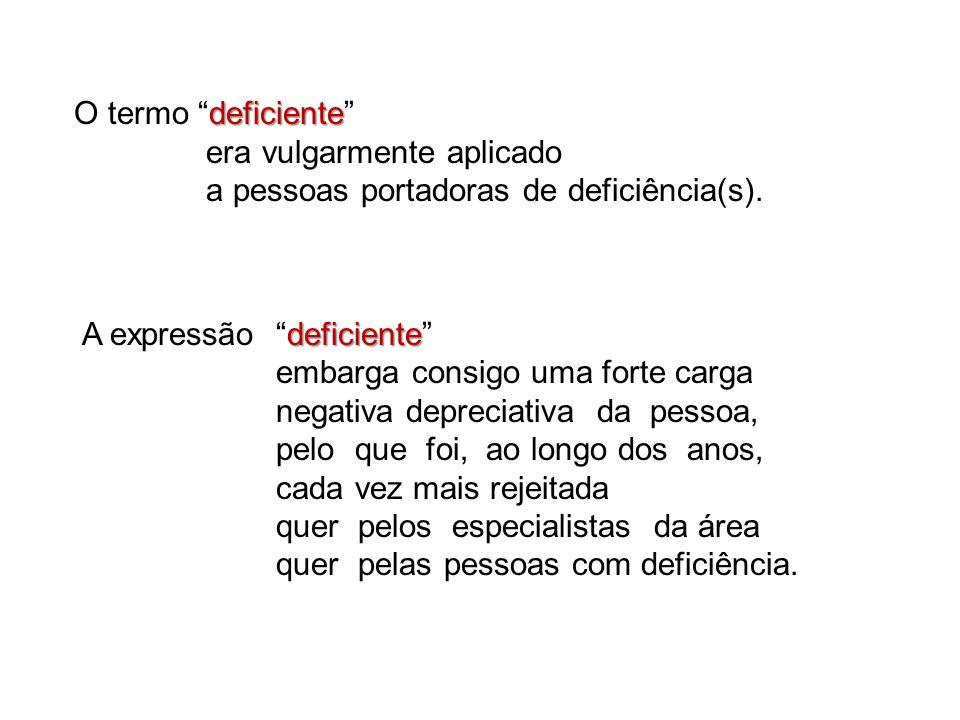 O termo deficiente era vulgarmente aplicado. a pessoas portadoras de deficiência(s). A expressão deficiente
