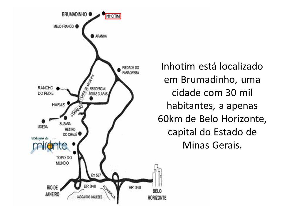 Inhotim está localizado em Brumadinho, uma cidade com 30 mil habitantes, a apenas 60km de Belo Horizonte, capital do Estado de Minas Gerais.