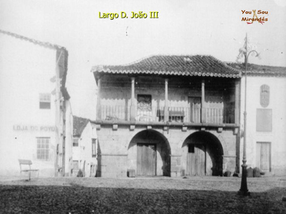 Largo D. João III