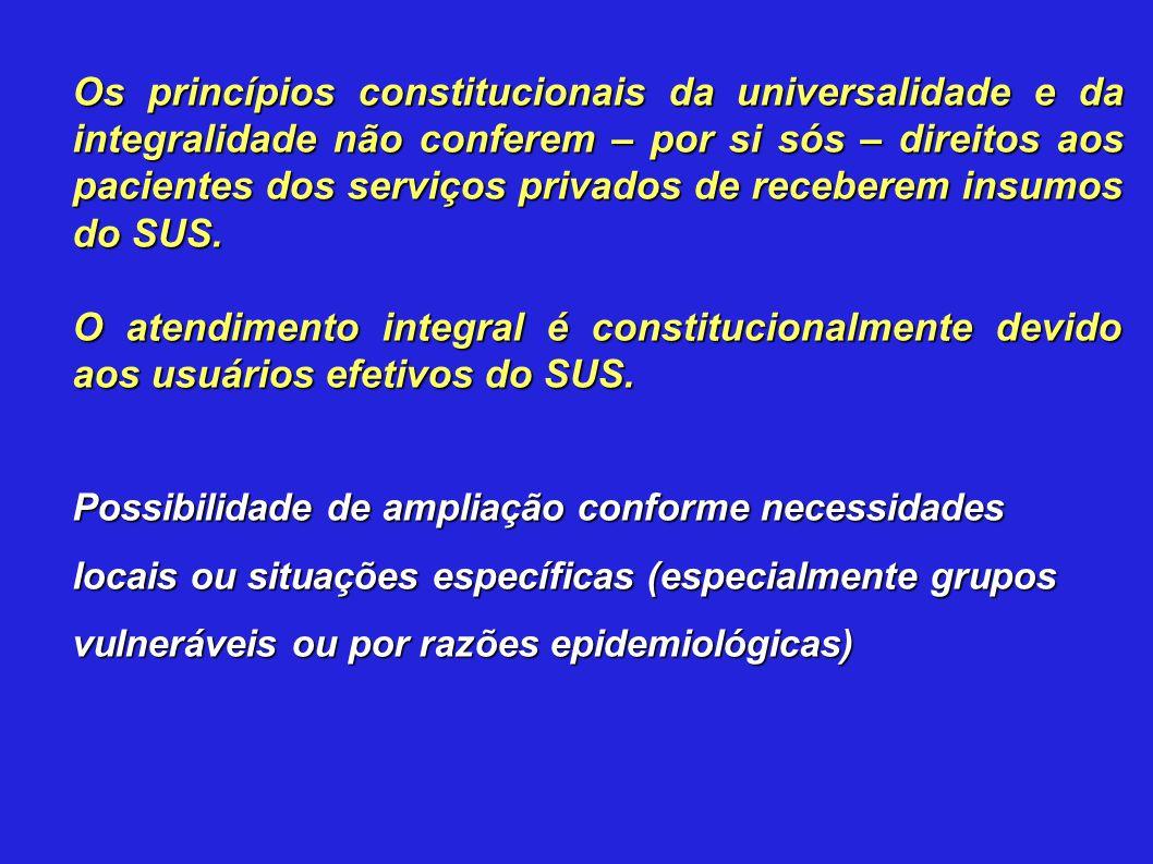 Os princípios constitucionais da universalidade e da integralidade não conferem – por si sós – direitos aos pacientes dos serviços privados de receberem insumos do SUS.