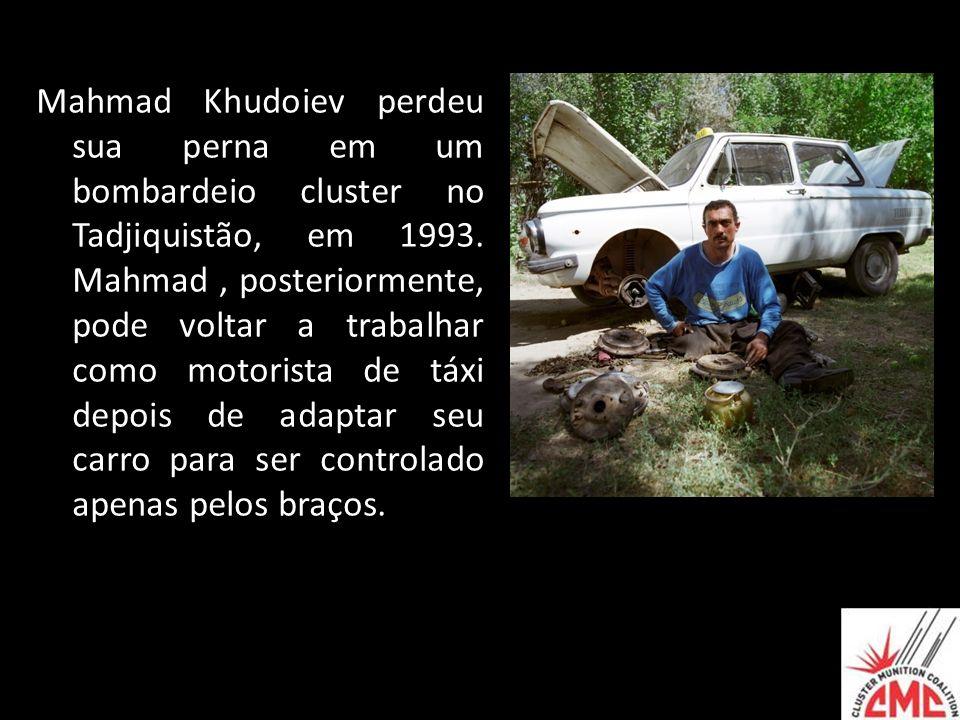 Mahmad Khudoiev perdeu sua perna em um bombardeio cluster no Tadjiquistão, em 1993.