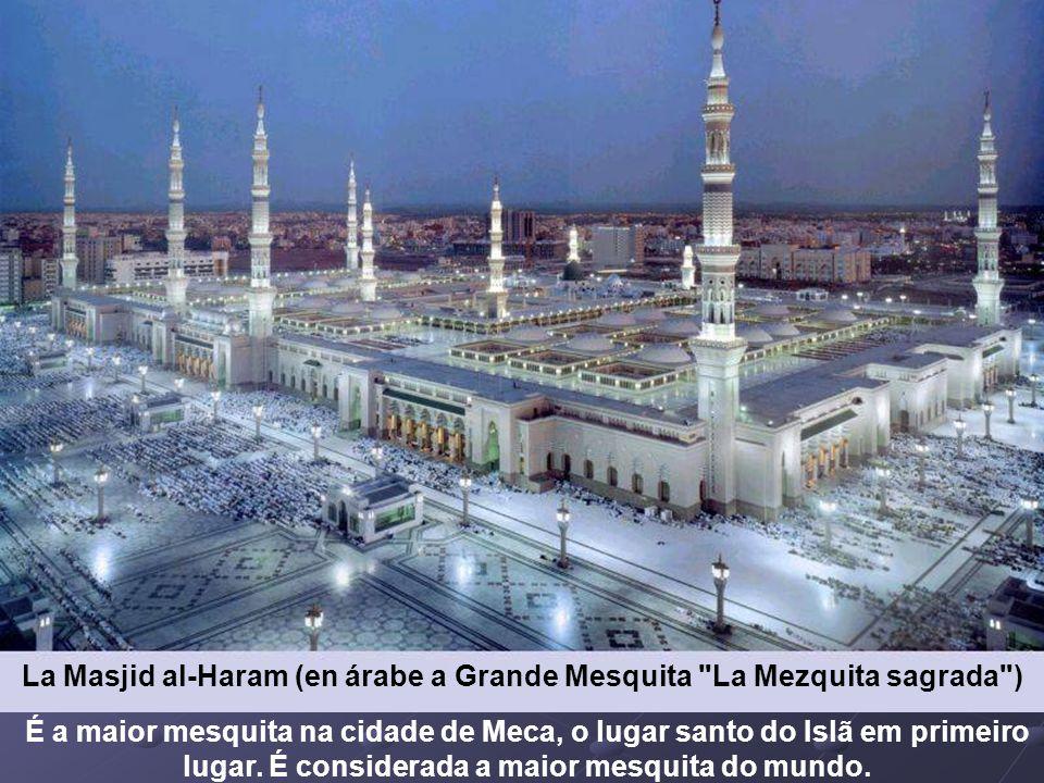 La Masjid al-Haram (en árabe a Grande Mesquita La Mezquita sagrada )