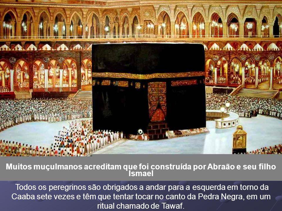 Muitos muçulmanos acreditam que foi construída por Abraão e seu filho Ismael