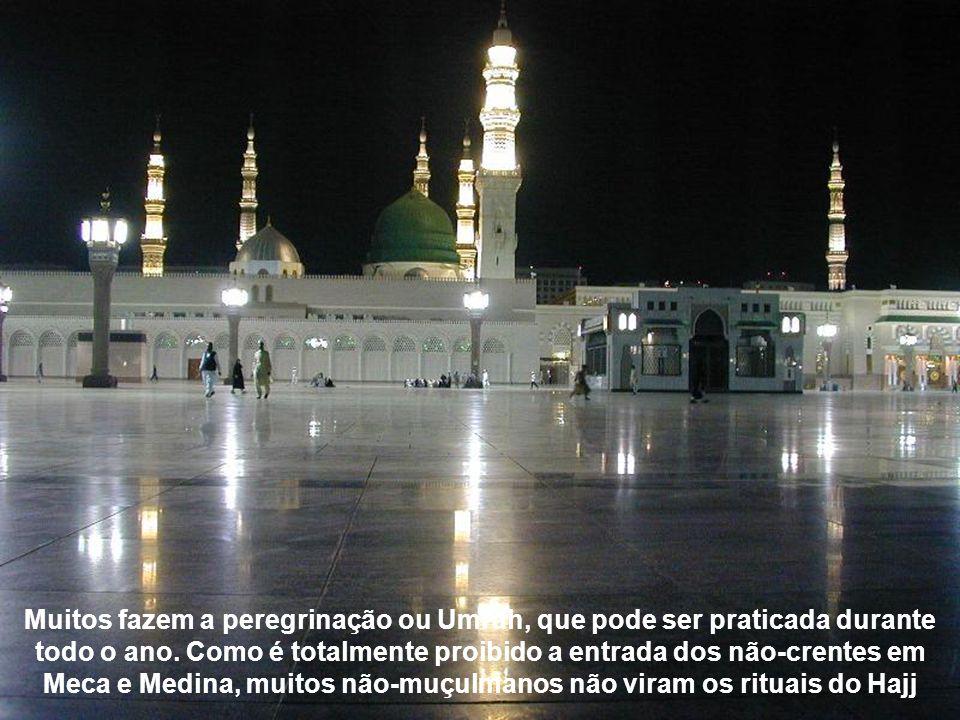 Muitos fazem a peregrinação ou Umrah, que pode ser praticada durante todo o ano.