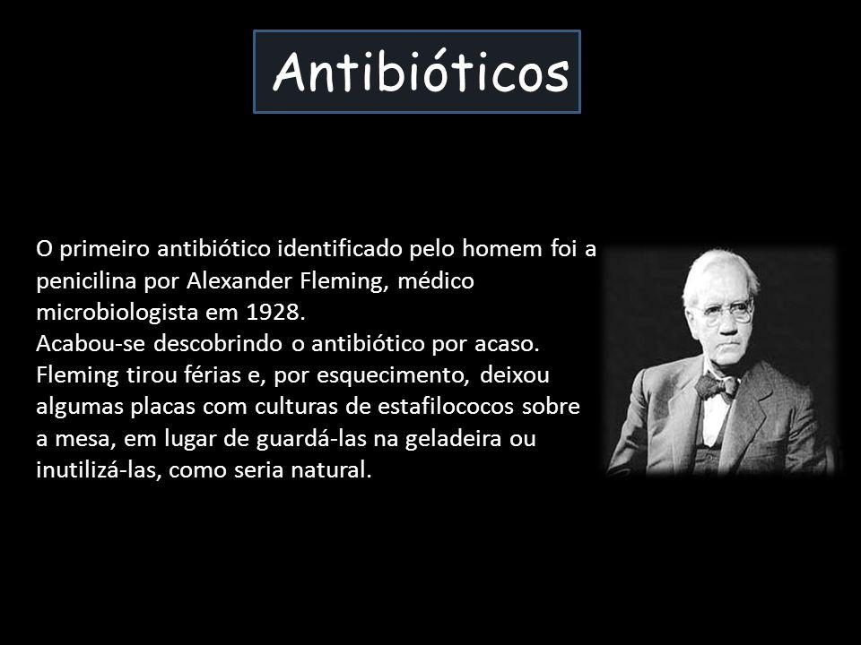 Antibióticos O primeiro antibiótico identificado pelo homem foi a penicilina por Alexander Fleming, médico microbiologista em 1928.