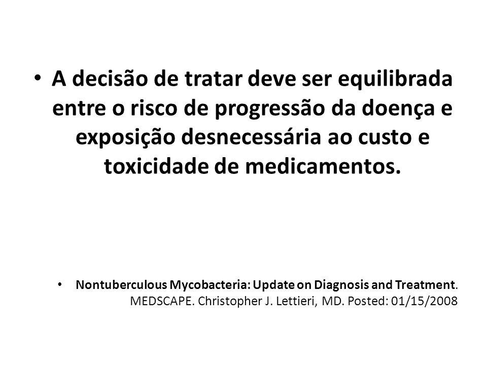 A decisão de tratar deve ser equilibrada entre o risco de progressão da doença e exposição desnecessária ao custo e toxicidade de medicamentos.