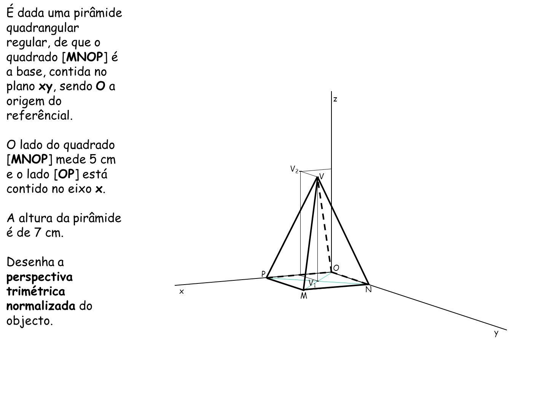 A altura da pirâmide é de 7 cm.