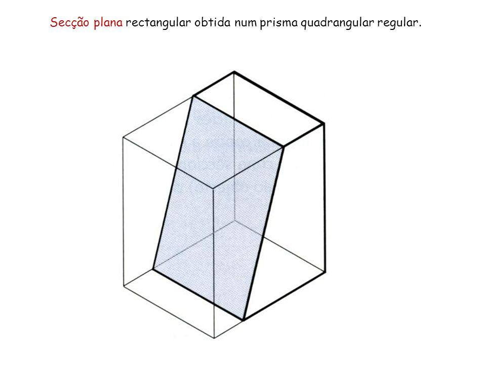 Secção plana rectangular obtida num prisma quadrangular regular.