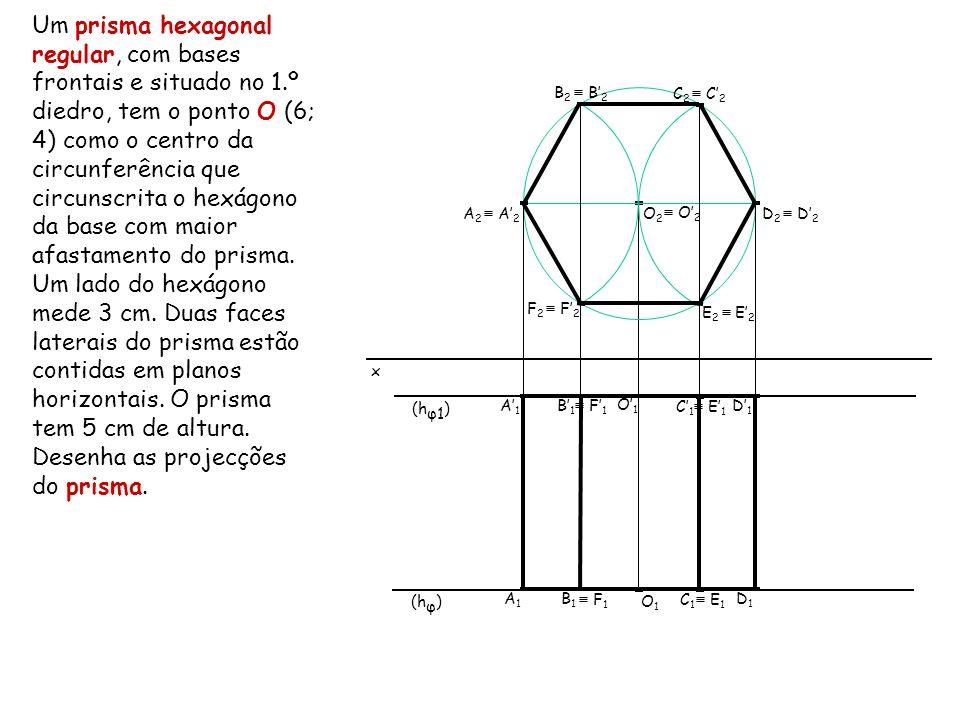Um prisma hexagonal regular, com bases frontais e situado no 1