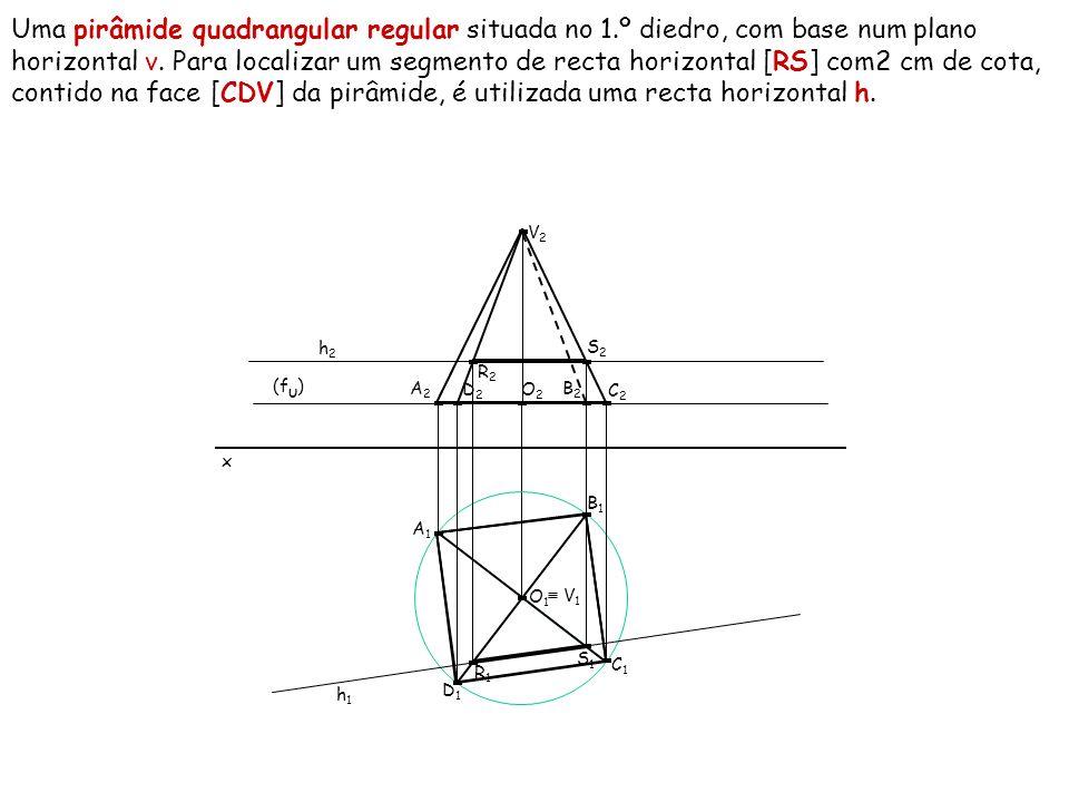 Uma pirâmide quadrangular regular situada no 1