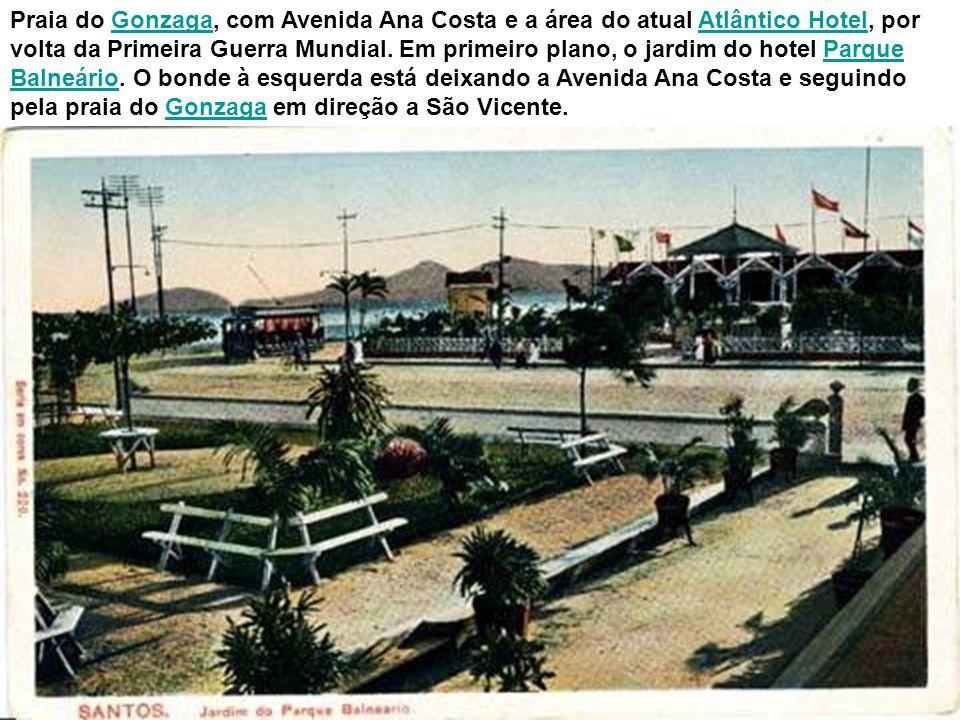 Praia do Gonzaga, com Avenida Ana Costa e a área do atual Atlântico Hotel, por volta da Primeira Guerra Mundial.