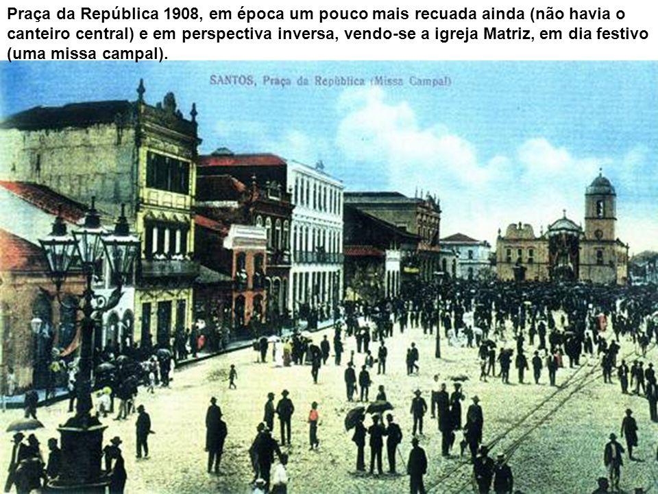 Praça da República 1908, em época um pouco mais recuada ainda (não havia o canteiro central) e em perspectiva inversa, vendo-se a igreja Matriz, em dia festivo (uma missa campal).