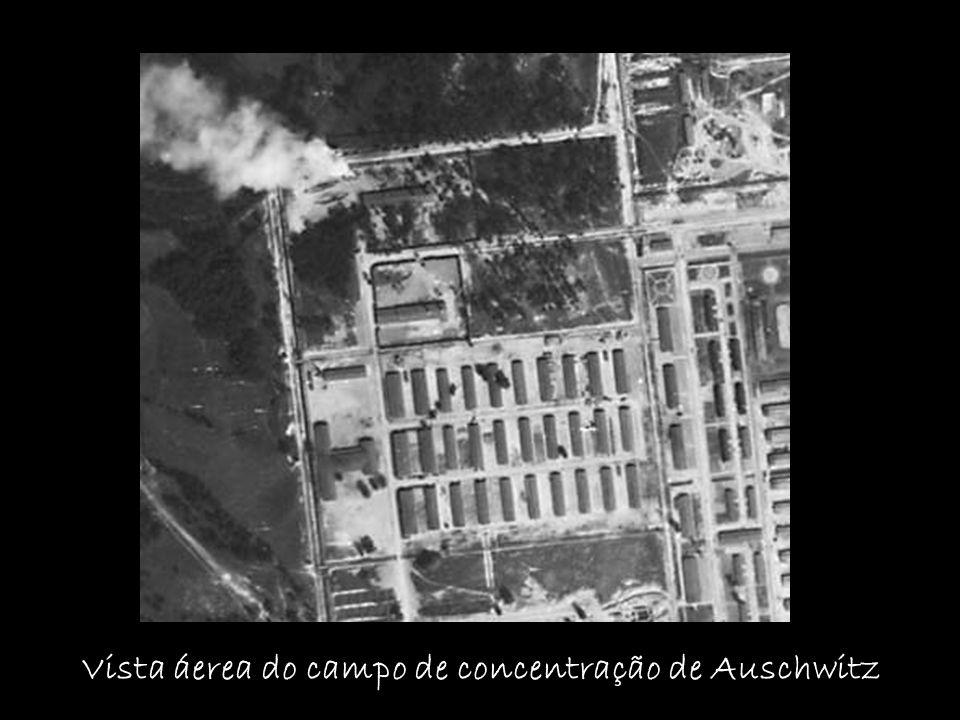 Vista áerea do campo de concentração de Auschwitz