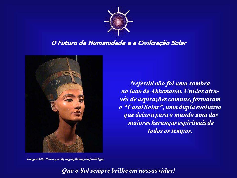 ☼ Nefertiti não foi uma sombra ao lado de Akhenaton. Unidos atra-