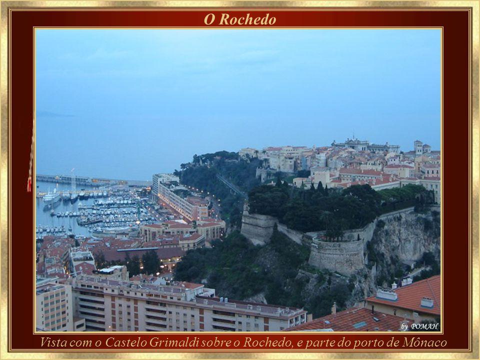 O Rochedo Vista com o Castelo Grimaldi sobre o Rochedo, e parte do porto de Mônaco