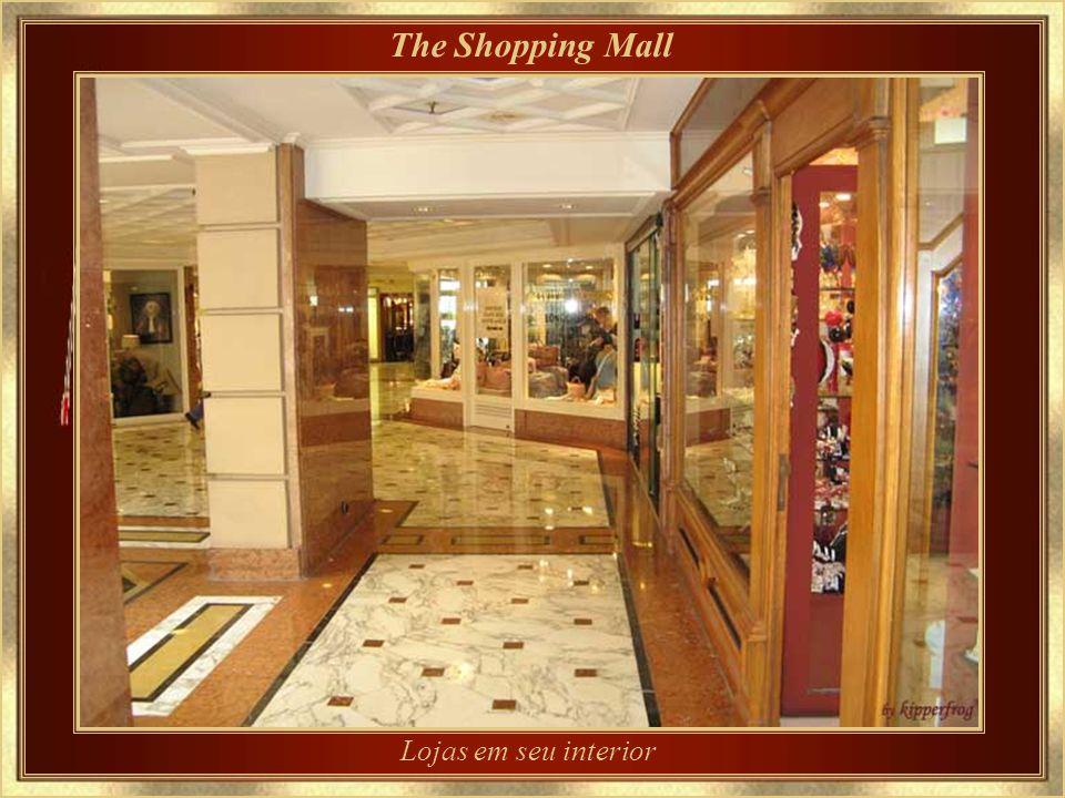 The Shopping Mall Lojas em seu interior