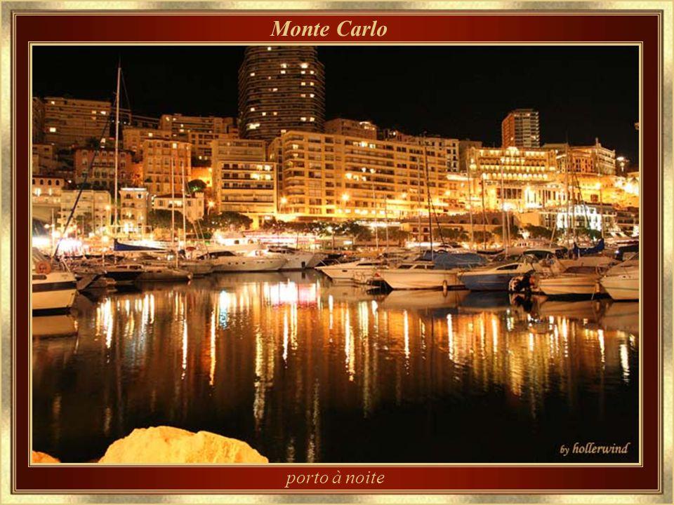 Monte Carlo porto à noite