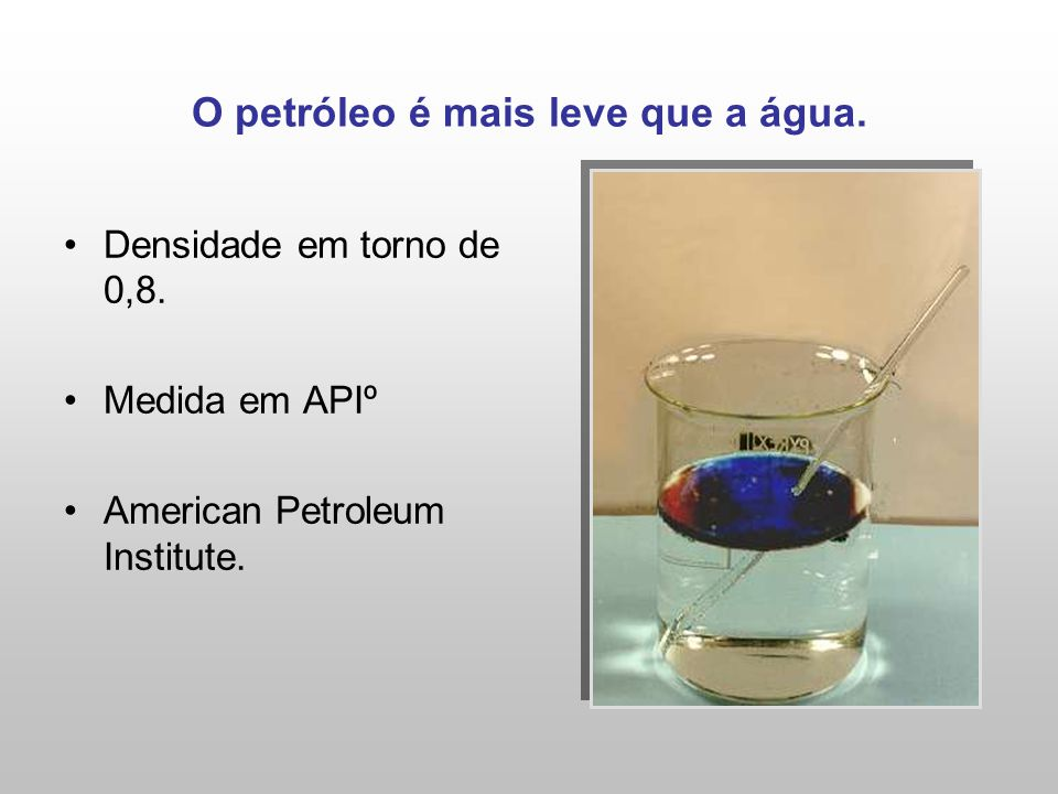 O petróleo é mais leve que a água.