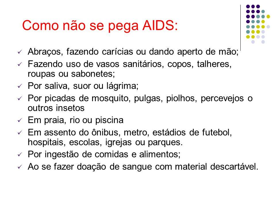 Como não se pega AIDS: Abraços, fazendo carícias ou dando aperto de mão; Fazendo uso de vasos sanitários, copos, talheres, roupas ou sabonetes;