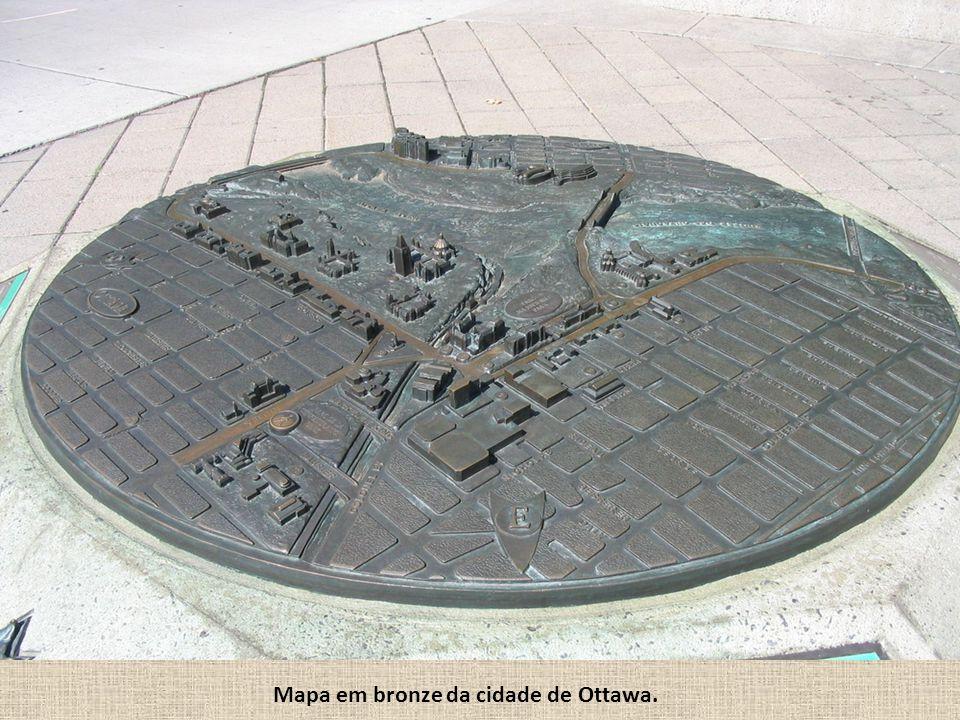 Mapa em bronze da cidade de Ottawa.