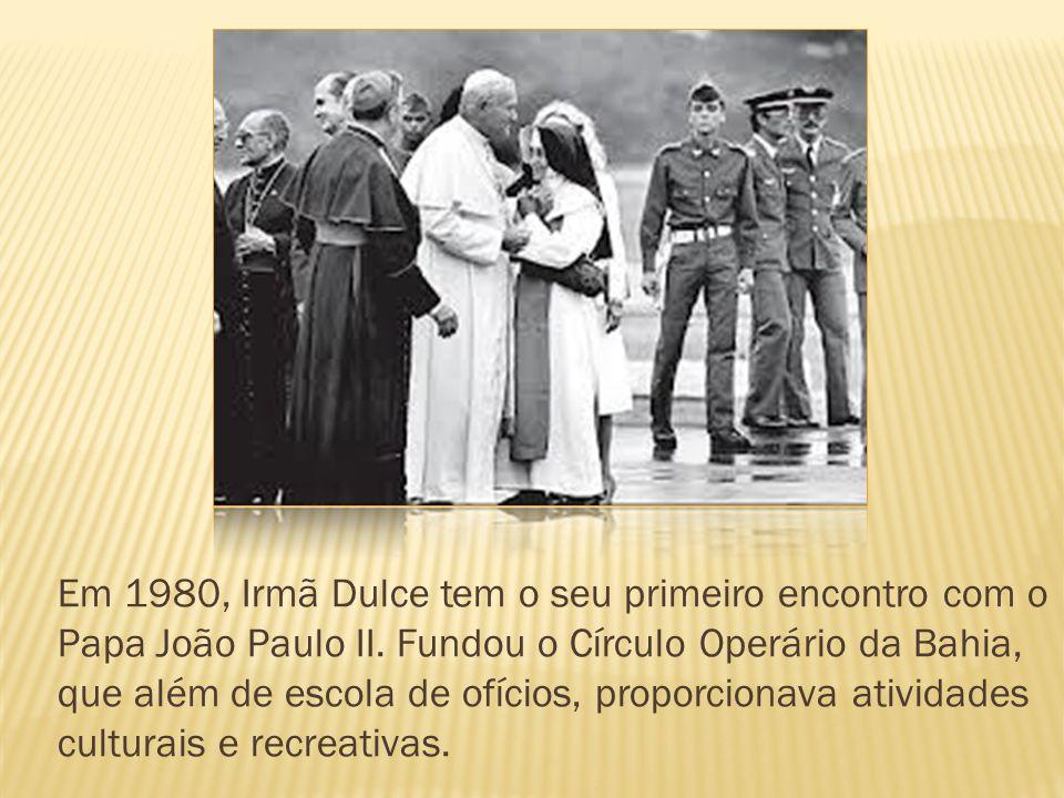 Em 1980, Irmã Dulce tem o seu primeiro encontro com o Papa João Paulo II.