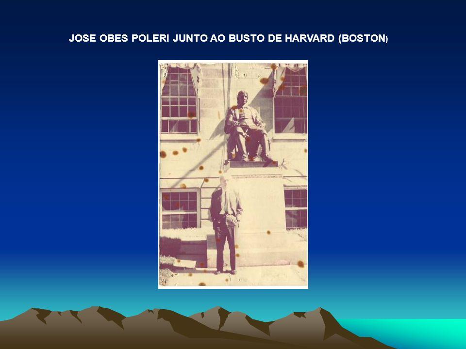 JOSE OBES POLERI JUNTO AO BUSTO DE HARVARD (BOSTON)