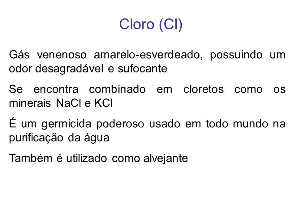 Cloro (Cl) Gás venenoso amarelo-esverdeado, possuindo um odor desagradável e sufocante.