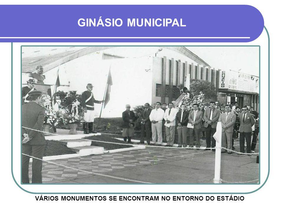 VÁRIOS MONUMENTOS SE ENCONTRAM NO ENTORNO DO ESTÁDIO