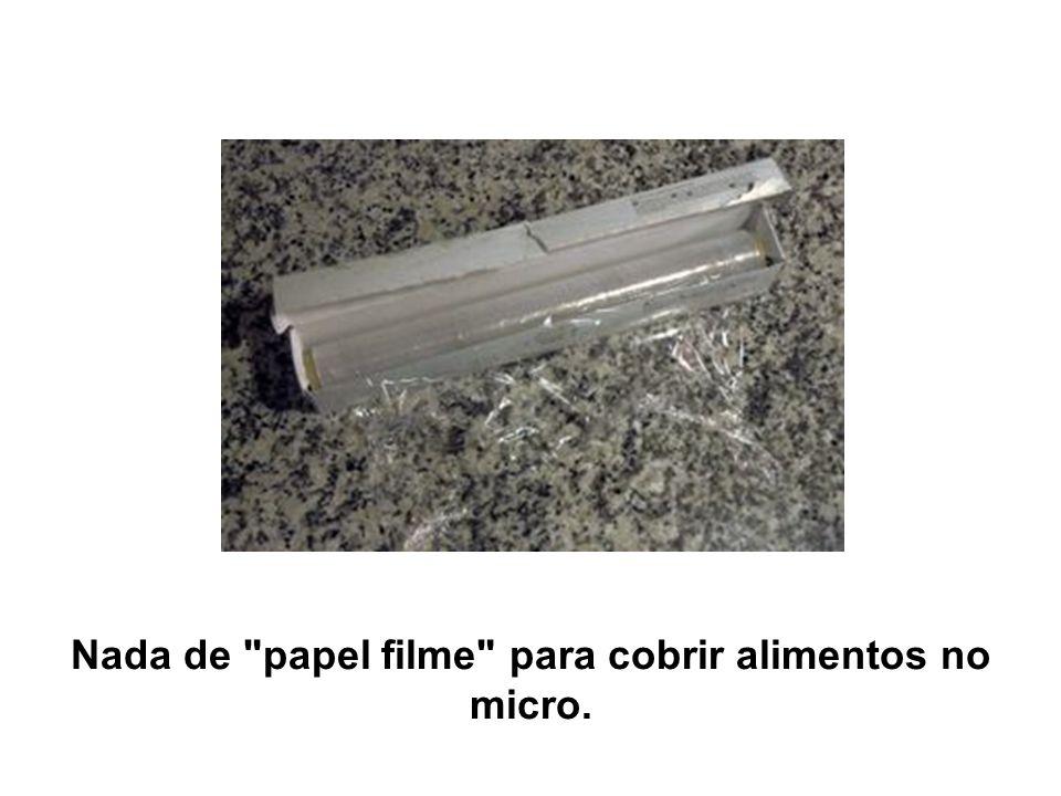Nada de papel filme para cobrir alimentos no micro.