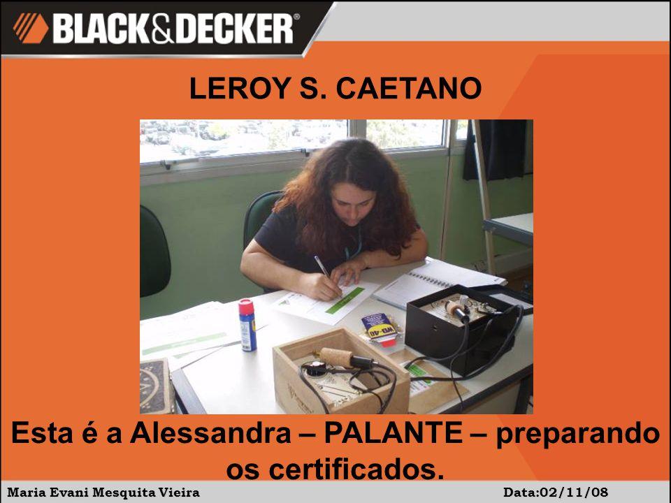 Esta é a Alessandra – PALANTE – preparando os certificados.