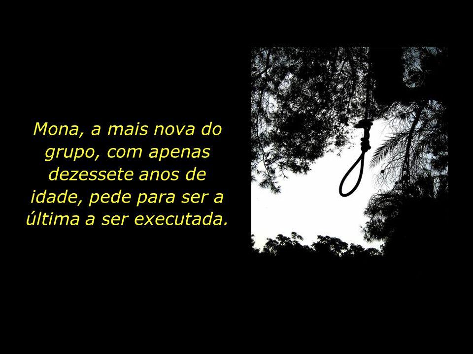 Mona, a mais nova do grupo, com apenas dezessete anos de idade, pede para ser a última a ser executada.