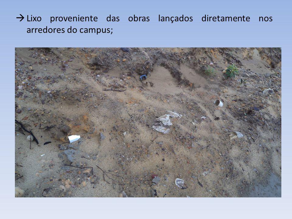 Lixo proveniente das obras lançados diretamente nos arredores do campus;