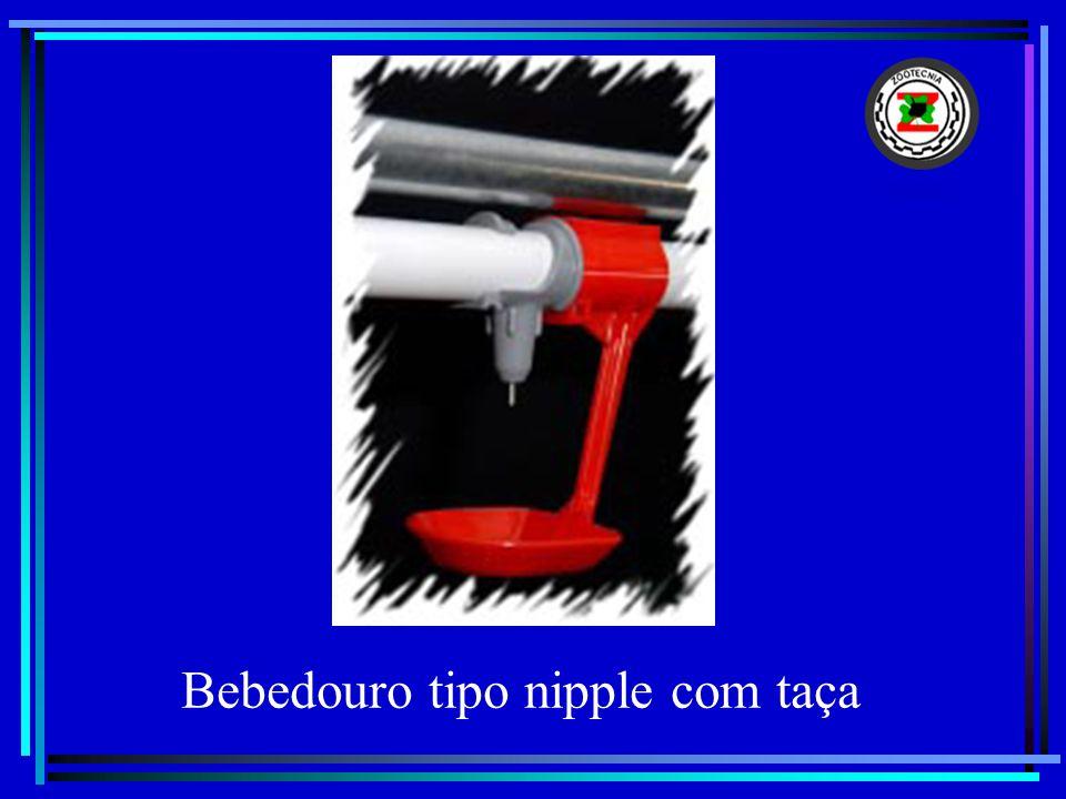 Bebedouro tipo nipple com taça