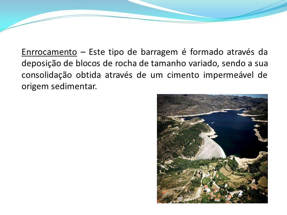 Enrrocamento – Este tipo de barragem é formado através da deposição de blocos de rocha de tamanho variado, sendo a sua consolidação obtida através de um cimento impermeável de origem sedimentar.