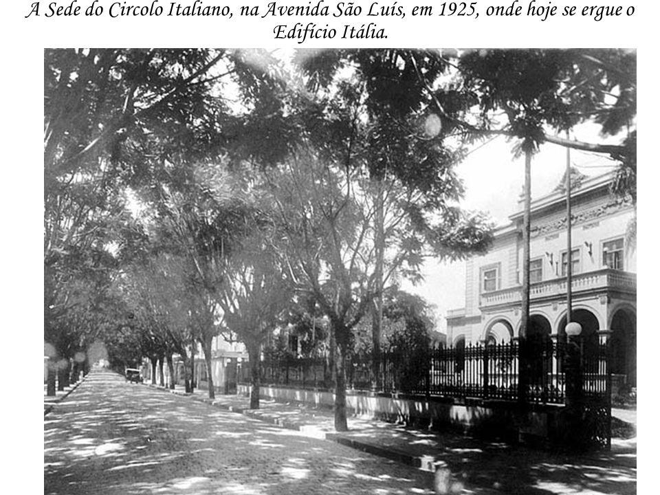 A Sede do Circolo Italiano, na Avenida São Luís, em 1925, onde hoje se ergue o Edifício Itália.