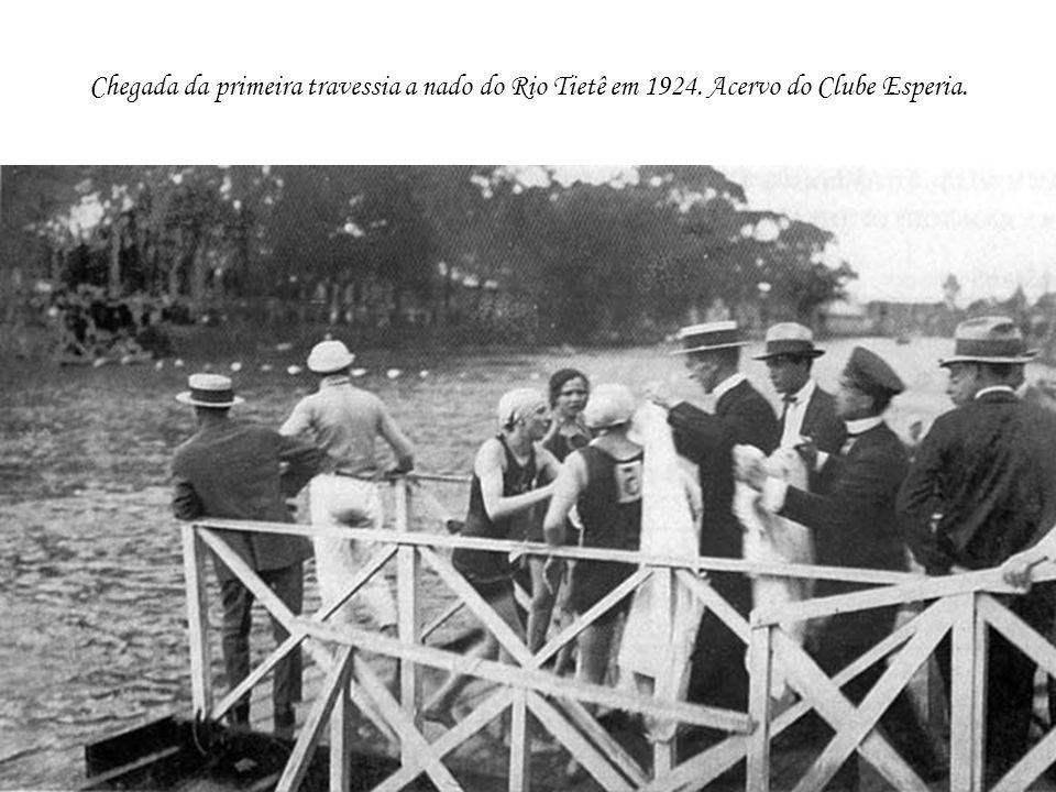 Chegada da primeira travessia a nado do Rio Tietê em 1924
