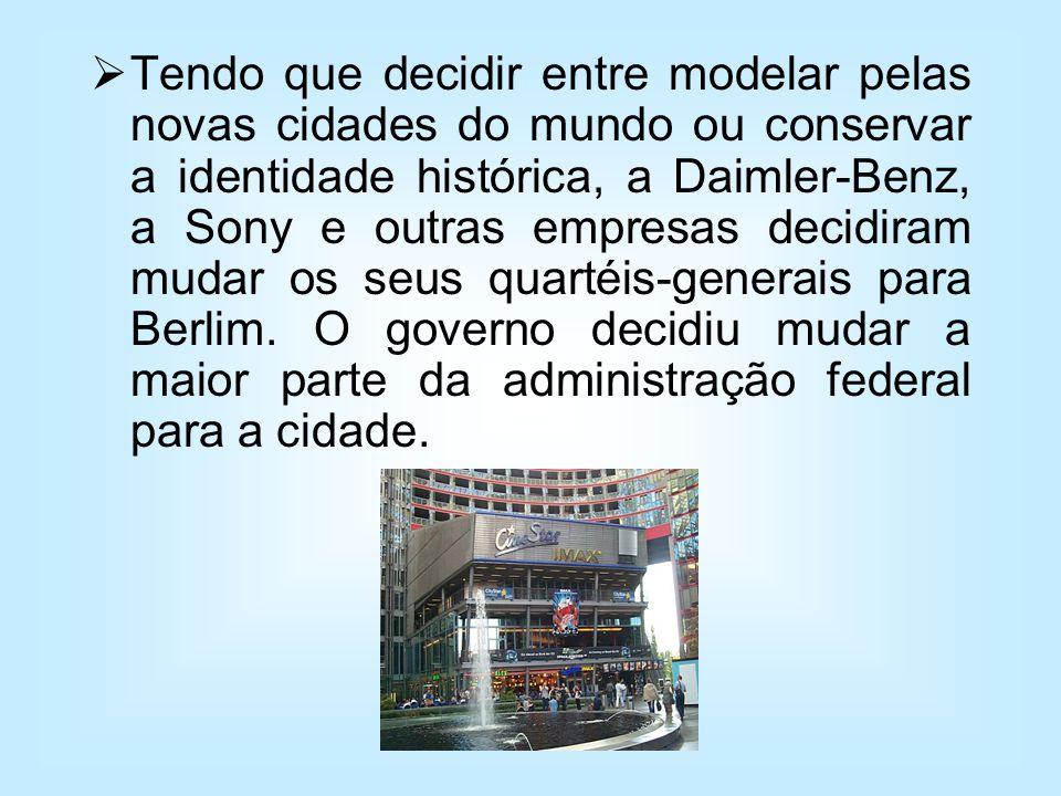 Tendo que decidir entre modelar pelas novas cidades do mundo ou conservar a identidade histórica, a Daimler-Benz, a Sony e outras empresas decidiram mudar os seus quartéis-generais para Berlim.