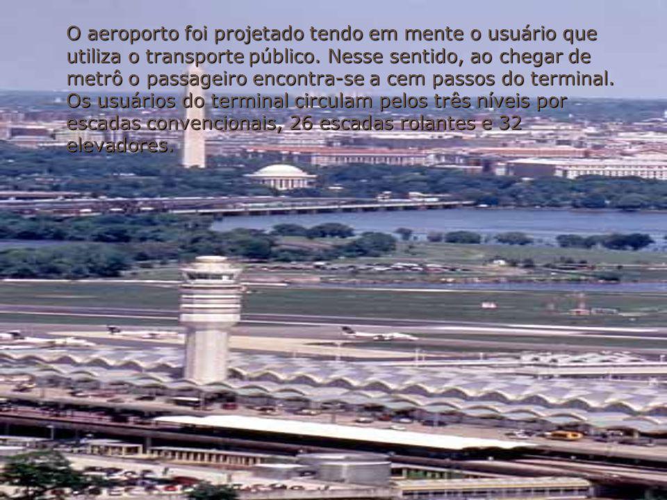 O aeroporto foi projetado tendo em mente o usuário que utiliza o transporte público.