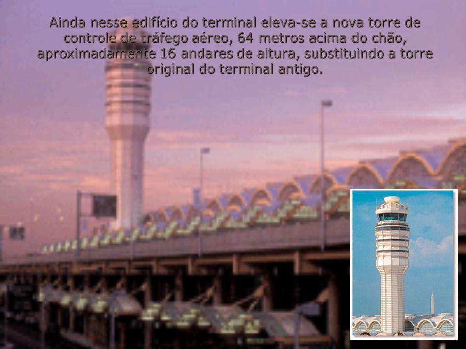 Ainda nesse edifício do terminal eleva-se a nova torre de controle de tráfego aéreo, 64 metros acima do chão, aproximadamente 16 andares de altura, substituindo a torre original do terminal antigo.